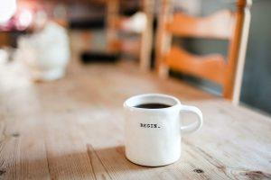 white mug hol